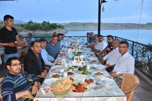 Kahta Gazeteciler ve Yazarlar Cemiyeti iftar programında bir araya geldi.